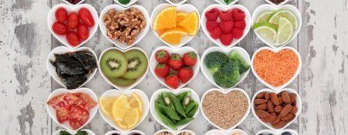 Miski z smakowitymi owocami