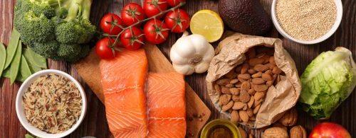 Zdrowe jedzenie - łosoś, nasiona, pestki warzywa