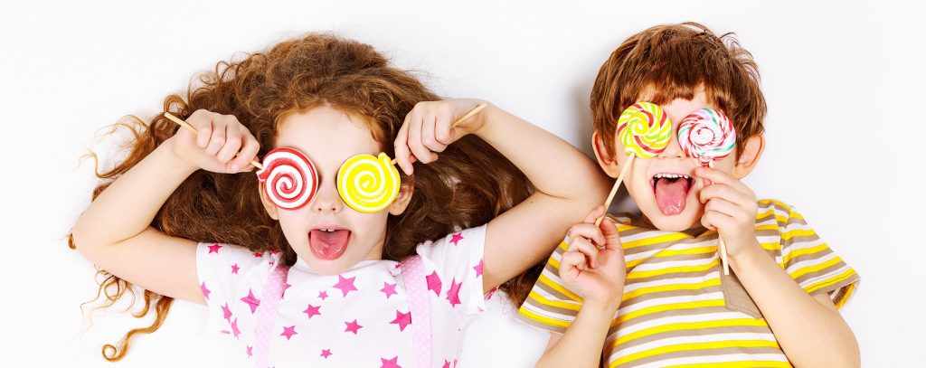 """Czy """"słodki dzień"""" raz w tygodniu sprawdza się w diecie najmłodszych?"""