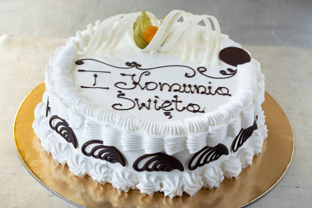Tort komunijny – jak przygotować tort na komunię w domu?