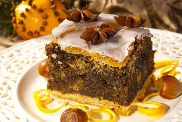 Domowe ciasto marchewkowe – prosty przepis na deser!