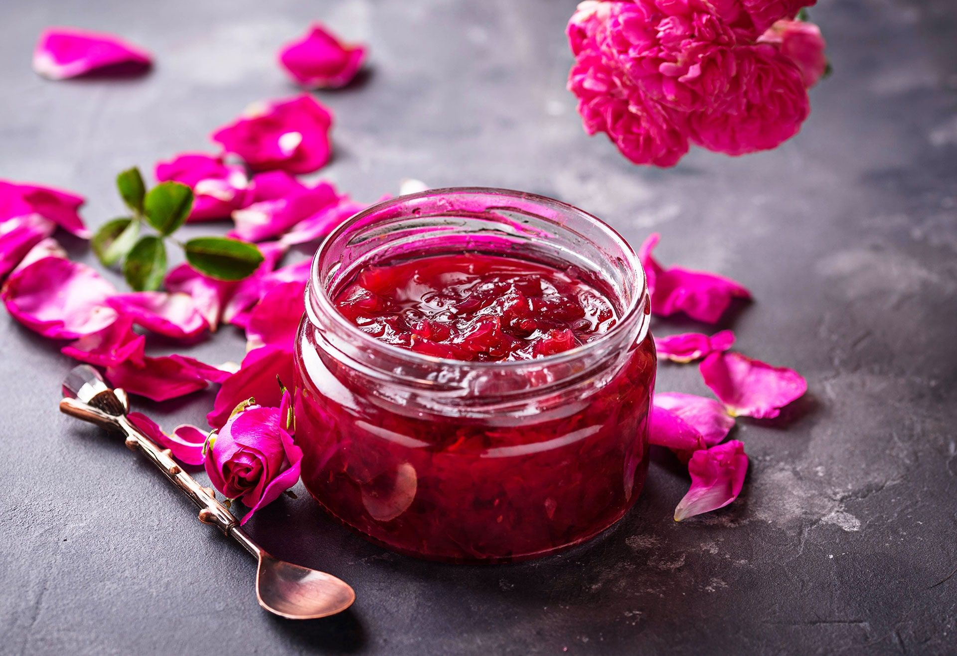 Domowa konfitura z róży - przepis z cukrem żelującym