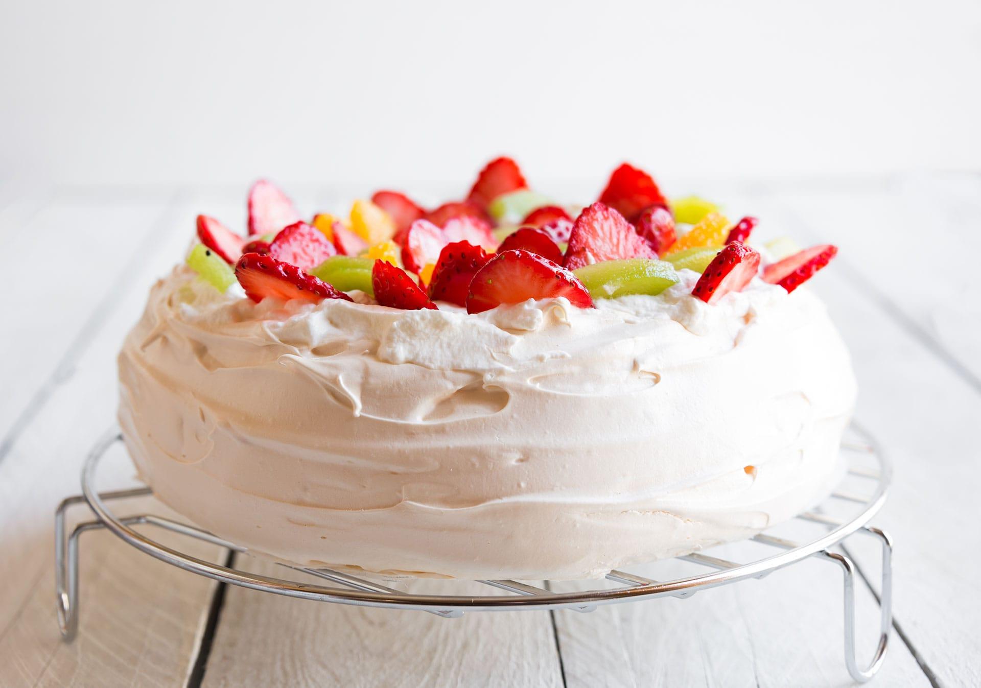 Beza Pavlova - jak zrobić ten legendarny tort bezowy?