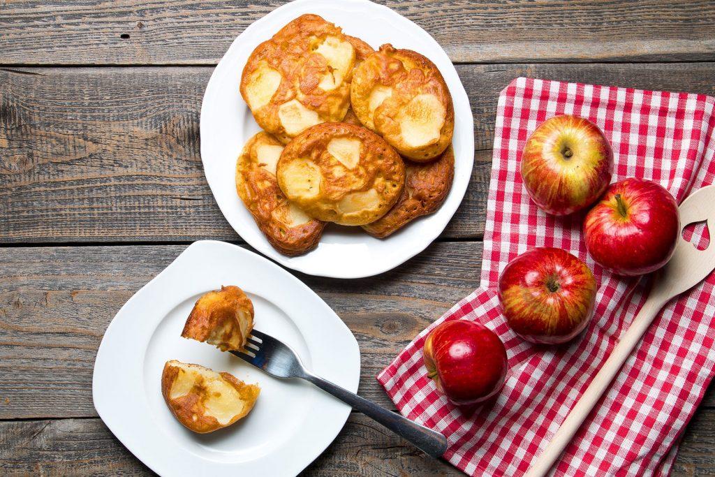 Racuchy z jabłkami – jak zrobić pyszne racuchy w domu?